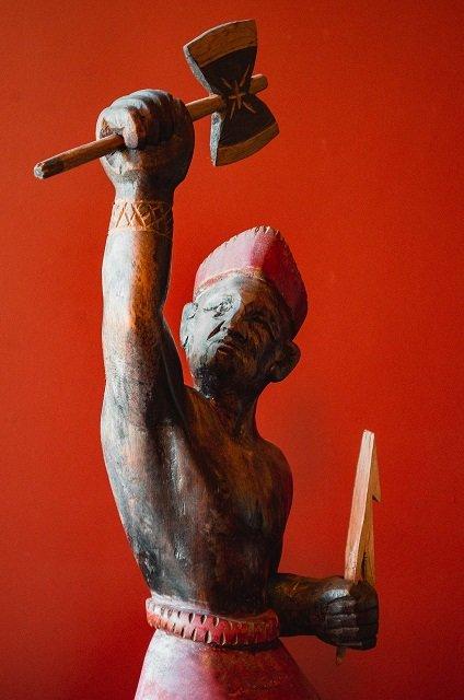 Entre Fragmentos e Frestas | Museu Janete Costa de Arte Popular